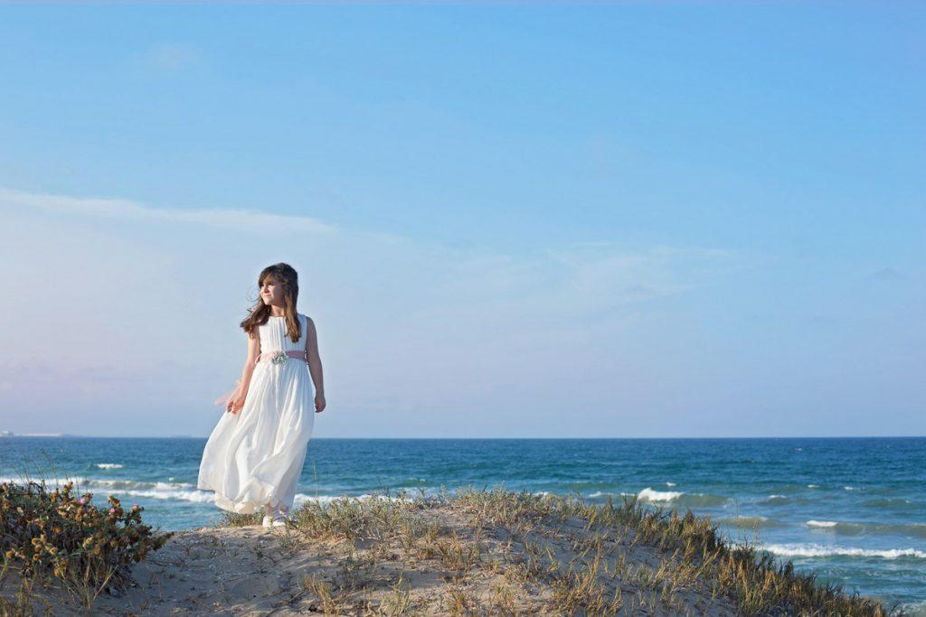 fotos comunion niña playa