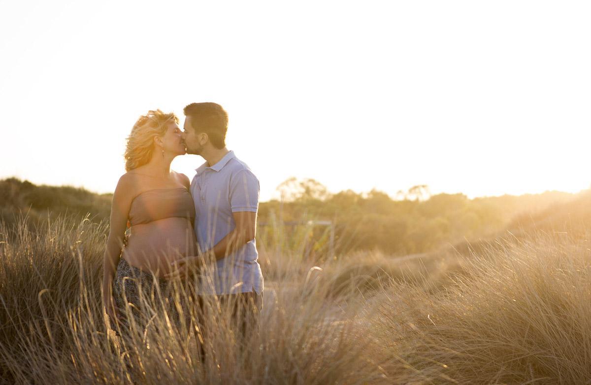 Reportaje de Embarazo en la playa contraluz