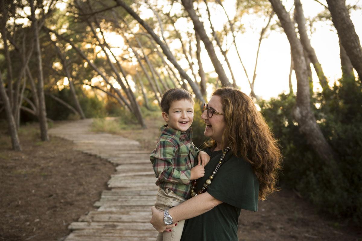 reportaje de familia en exterior mama